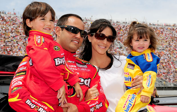 Juan Pablo Montoya with wife, Connie, son Sebastian and daughter Paulina circa 2008